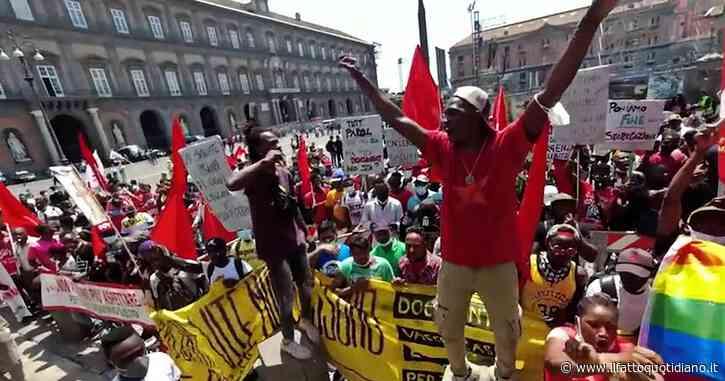 Ritardi nel rilascio dei permessi di soggiorno, migranti protestano davanti alla prefettura di Napoli