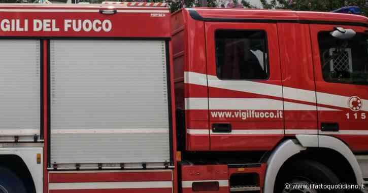 Livorno, si stacca un pezzo di cornicione e colpisce una passante: 46enne ricoverata in gravi condizioni