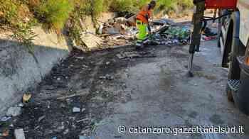 Catanzaro, ripulita la discarica abusiva di via Smaldone - Gazzetta del Sud - Edizione Catanzaro, Crotone, Vibo