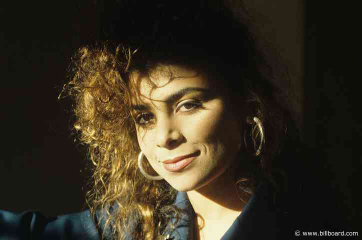 Paula Abdul Recalls Recording Her Hit 'Straight Up' in a Shower & Her Neighbor's Caught-on-Tape Reaction