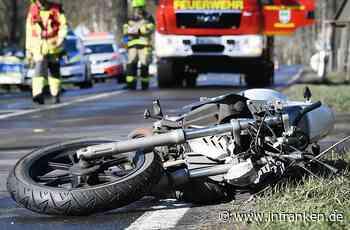 Kronach: Motorradfahrer (24) bei Sturz verletzt - Autofahrer nimmt Vorfahrt und flieht