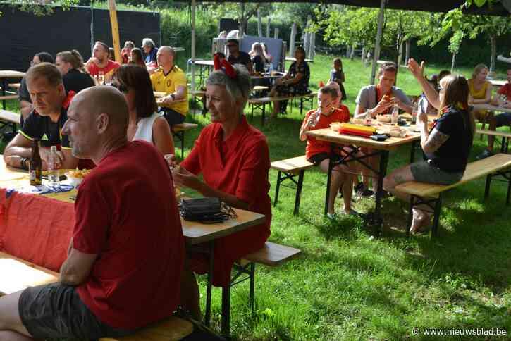 Toon laat in boomgaard genieten van EK-voetbal