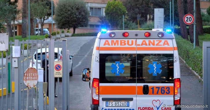 Napoli, sequestrano un'ambulanza della Croce Rossa per soccorrere un parente: fermate due persone