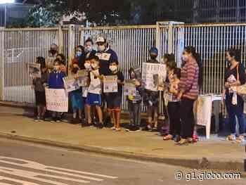 Pais dos alunos da UME Andradas II pedem a reforma da unidade - G1