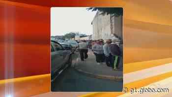 Moradores formam fila para receber vacina contra Covid-19 em Piedade - G1