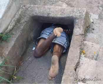 Idoso embriagado é resgatado após ficar entalado em bueiro em Barbacena; veja fotos - G1