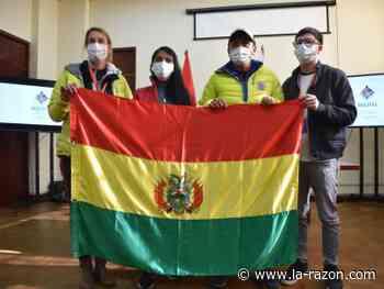 Viceministra Veizaga entrega la bandera nacional a Ayaviri y Bialek que escalarán el Himalaya - La Razón (Bolivia)