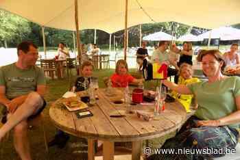 Hele familie supportert in zomerbar voor de Duivels
