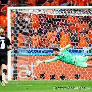 Live - EK voetbal. Depay schiet Nederland dankzij strafschop al vroeg op voorsprong tegen Oostenrijk
