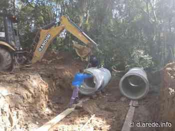 Prefeitura de Castro instala novos bueiros em estrada rural - ARede