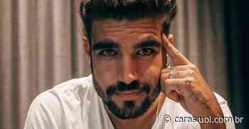 Caio Castro surge surfando em clique antigo e declara saudade: Dos dias quentes e água fria... - CARAS Brasil
