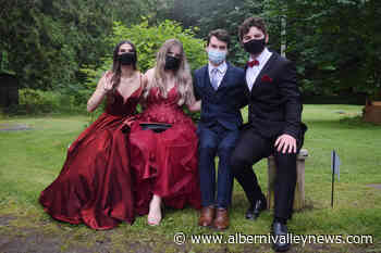 Port Alberni 2021 grads celebrate prom with car cruise – Port Alberni Valley News - Alberni Valley News