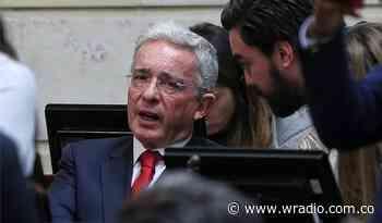 """""""Dolorosa costumbre de hacer la paz con presión de las bombas"""": Álvaro Uribe - W Radio"""