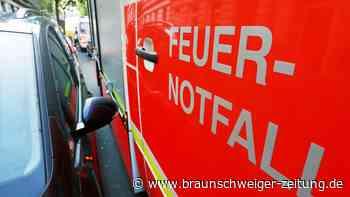 Einsatzkräfte rücken zu zwei Autobränden in Braunschweig aus