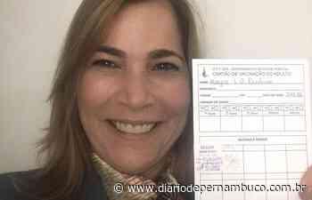 Mayra Pinheiro, a capitã cloroquina, é vacinada contra a Covid-19 - Diário de Pernambuco
