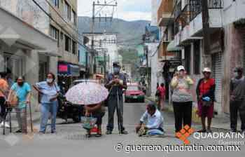 Bloquean en Centro de Chilpancingo por pago de programas sociales - Quadratin Guerrero