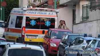 Rubano a Napoli un mezzo della Croce Rossa per soccorrere l'amico, troppo tardi: l'ambulanza era già arrivata. Arrestati - La Stampa
