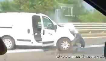 Tre minorenni rubano un furgone e si schiantano contro un'auto in tangenziale - Il Meridiano News