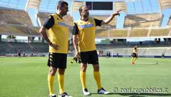 Con Decaro e De Laurentiis in campo c'è un Bari che sorride. E vince la Sponsor Cup - La Repubblica