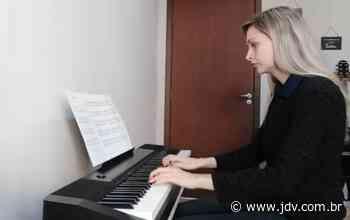 Concurso virtual de solistas revela os ganhadores dos prêmios de Schroeder - Jornal do Vale do Itapocu