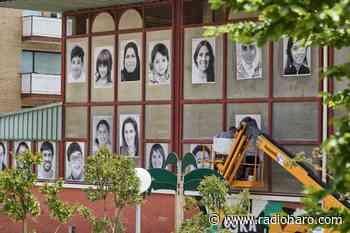 El colegio público invade artísticamente Labastida empapelando con fotografías espacios públicos y edificios - Radio Haro - Cadena SER