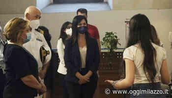 """Istituto Da Vinci, il sottosegretario Barbara Floridia visita la mostra """"Dante 700"""" - Oggi Milazzo - OggiMilazzo.it"""