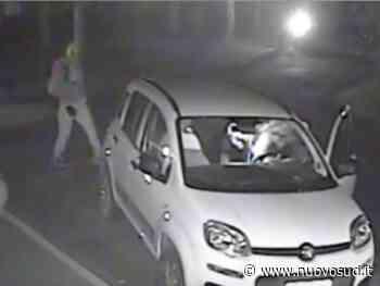 Rocambolesco furto d' auto a Floridia, proprietario tenta di bloccare il ladro - Nuovo Sud