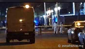 Arrojan cadáver de vehículo en movimiento, en Celaya - Zona Franca