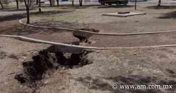 VIDEO Aparece profunda grieta en parque de Celaya y se descuadra cancha - Periódico AM