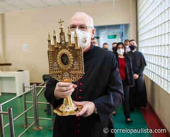 Relicário de Santo Antônio e imagem centenária percorrem a Prefeitura de Osasco - Correio Paulista