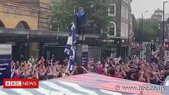 Euro 2020: Scotland fans arrive in London for game against England