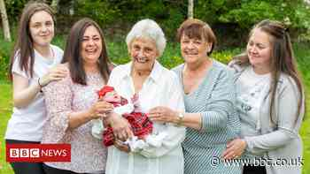 Woman overjoyed at birth of great, great, great grandchild in Edinburgh