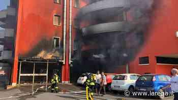 Villafranca, incendio distrugge un magazzino e rende inagibili due appartamenti - L'Arena