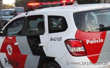 Banco de Jaboticabal liga 190 e Polícia Militar identifica homem procurado pela justiça; confira no Plantão Policial - Rádio 101FM