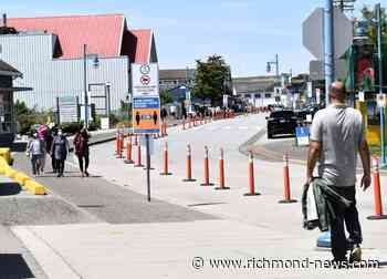 Buses plug up Steveston street - Richmond News