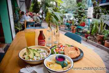 Café Pacífico: buffet de chilaquiles, amor queer y plantitas 🌈 - Chilango