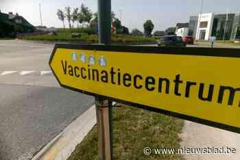 """Stickerprotest tegen vaccins in Maasmechelen: """"Onbegonnen we... (Maasmechelen) - Het Nieuwsblad"""