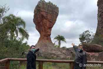 Embaixador dos EUA visita Parque Estadual Vila Velha - ARede