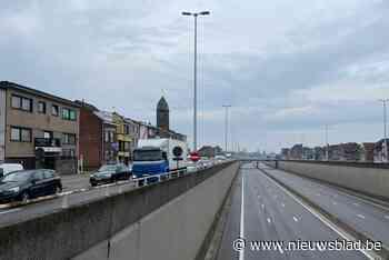 Zware regenbuien over Rupelstreek: A12 in Boom tijdlang volledig afgesloten doordat snelweg onder water stond