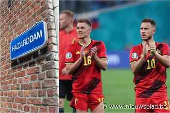 """Deze straat met toepasselijke naam is klaar voor de volgende match van de Rode Duivels: """"Maar onze straat was er wel al lang voor de broertjes Hazard, hoor"""" - Het Nieuwsblad"""