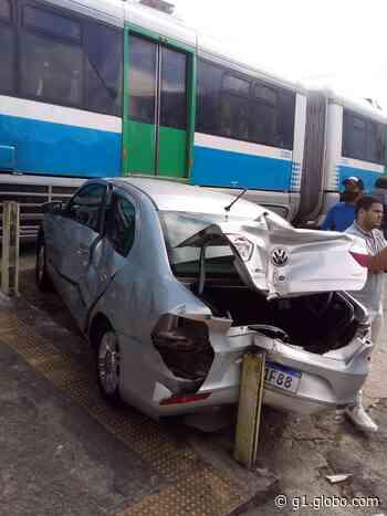 Carro é atingido por trem em linha férrea de Natal - G1