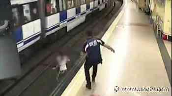 Video: policías de Madrid evitan que mujer sea arrollada por el Metro - Uno TV Noticias