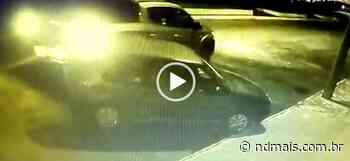 Motorista bate em carro estacionado e foge em Pinhalzinho; VÍDEO - ND Mais