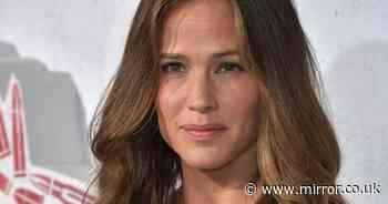 Jennifer Garner and Zoe Saldana rally round Chrissy Teigen over bully scandal - The Mirror