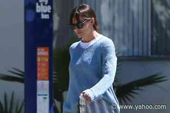 Jennifer Garner Is Beachy-Chic in Light Blue Outfit and Strappy Leather Sandals - Yahoo Lifestyle