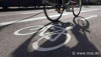 Unfall Polizei: Radfahrer und Radfahrerin prallen zwischen Borgsdorf und Birkenwerder aufeinander - moz.de