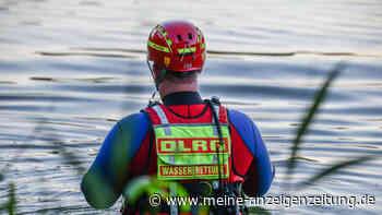 Badesee-Tragödie in Bayern: Frau treibt leblos im Wasser - Jede Hilfe kommt zu spät