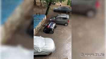 Nach strömendem Regen in Indien: Schockierendes Video zeigt, wie Auto in Erdloch versinkt - tz.de