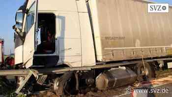Unfall bei Wittenburg/Hagenow: Lastzug kracht in Leitplanke – A 24 Richtung Berlin voll gesperrt   svz.de - svz.de