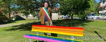 Panchina arcobaleno a Ornago: «Simbolo dell'amore senza pregiudizi» - Cronaca, Ornago - Il Cittadino di Monza e Brianza
